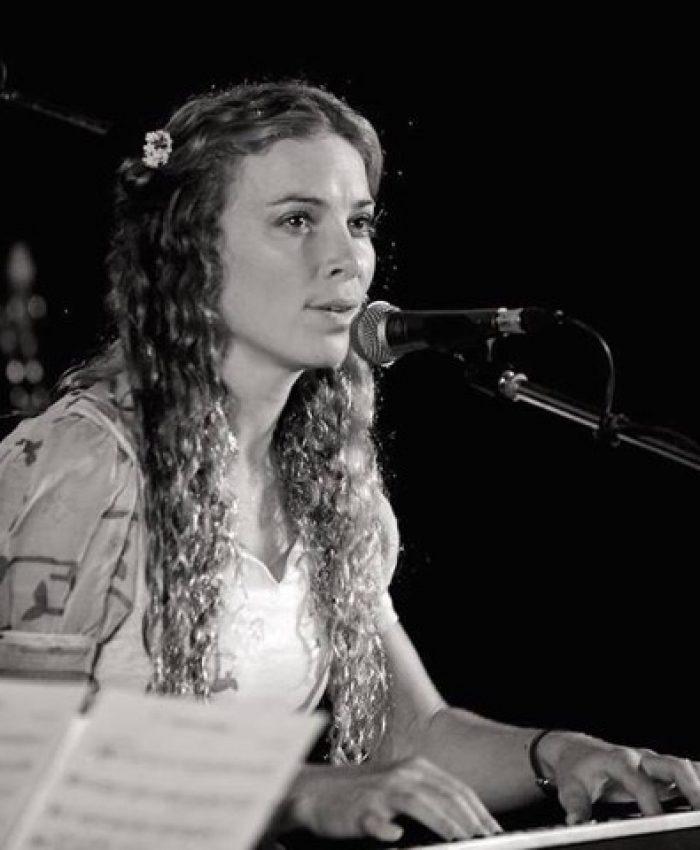 Anna-Maynard-Live